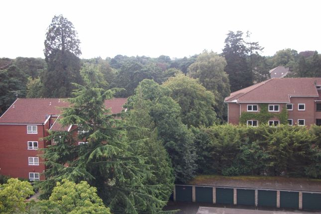 2 bed flat to rent in 30 Lindsay Road, Poole