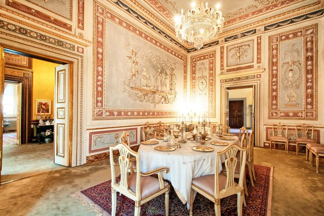 5 bed apartment for sale in Lucca Lucca, Italy