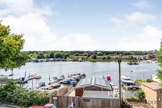 Flat for sale in Whitworth Crescent, Southampton