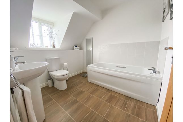 Family Bathroom of Bosworth Way, Leicester Forest East LE3