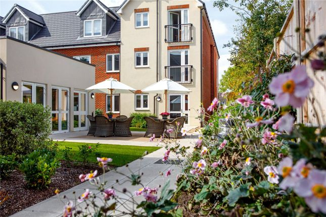 Thumbnail Flat for sale in Beaconsfield Road, Farnham Common, Slough