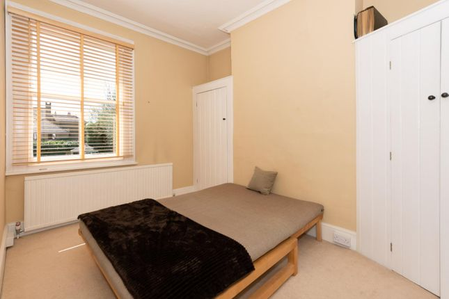 Bed Flats In Chertsey