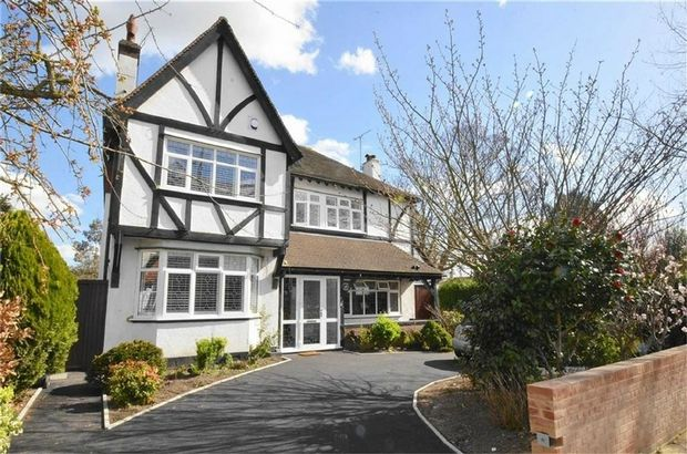Thumbnail Detached house for sale in Victoria Avenue, Southend-On-Sea, Essex