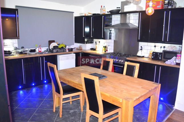 Thumbnail Terraced house to rent in Brudenell Grove, Leeds