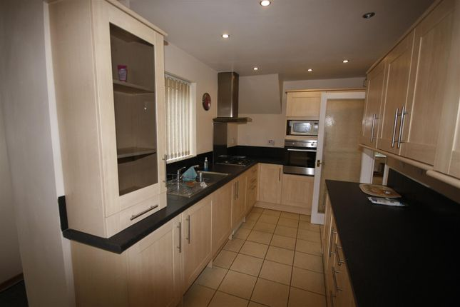 Thumbnail Property to rent in Makepeace Avenue, Warwick