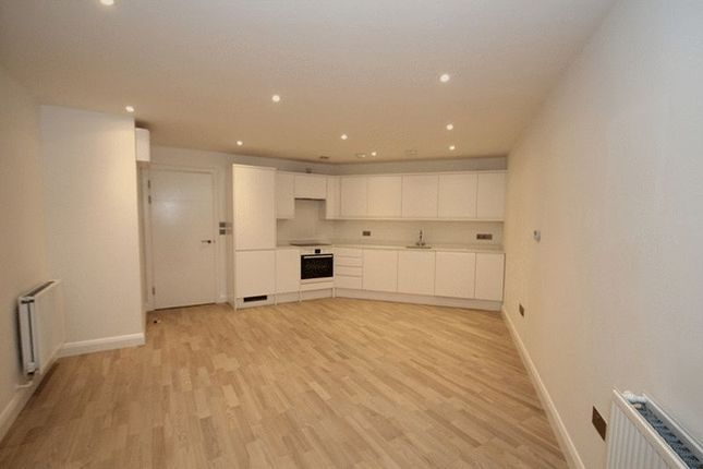Thumbnail Flat to rent in Sphere, St Paul's Way, London
