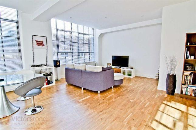 2 bed flat to rent in Shepherdess Walk, Islington, London