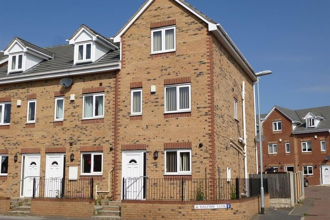 Thumbnail Town house to rent in Halfway Close, Goldthorpe, Rotherham