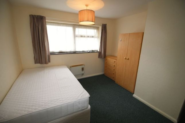 Thumbnail Room to rent in Crown Meadow, Slough