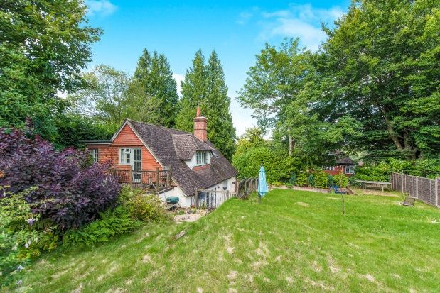 Thumbnail Property to rent in Petworth Road, Haslemere