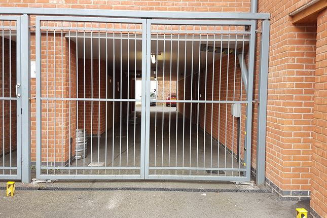 Parking/garage to rent in Calais Hill, Leicester