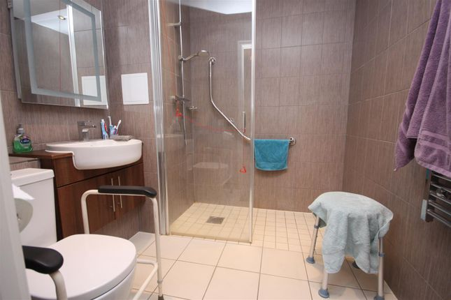Shower Room of North Quay, Retirement, Overlooking Harbour DT4