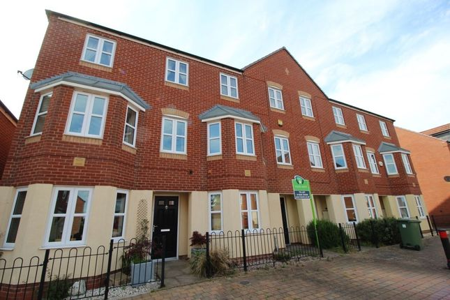 Thumbnail Property to rent in Dace Road, Worcester