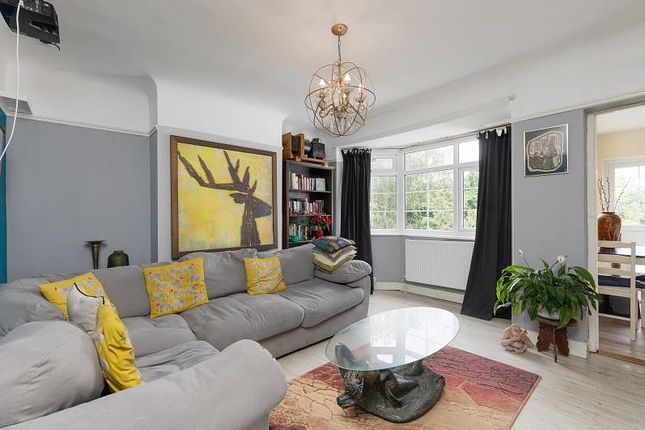 Thumbnail Flat to rent in Vale Crescent, Putney