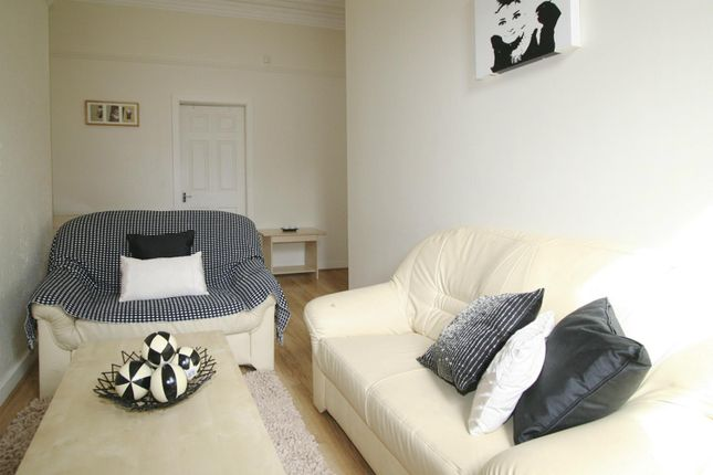 2 bed flat to rent in Flat 2, 11 Ash Grove, Hyde Park