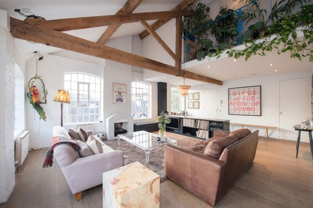 Thumbnail Flat for sale in Leighton Place, London
