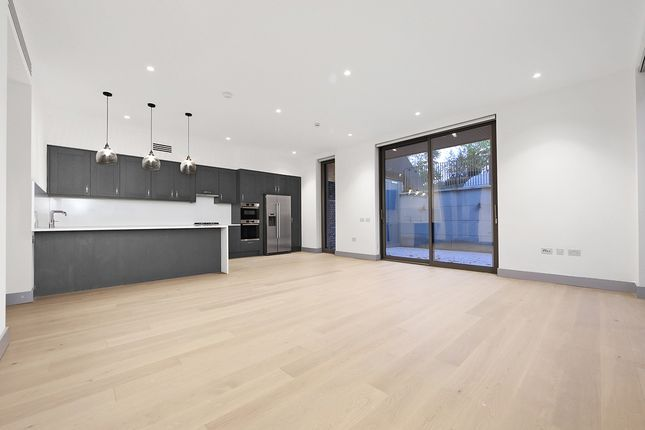 Thumbnail Flat to rent in Very Near Carlton Road Area, Ealing Broadway West