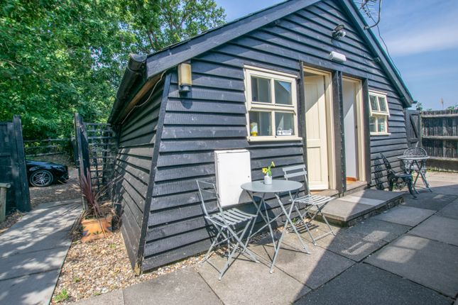 Thumbnail Barn conversion to rent in Little Foxes, Goose Green, Hoddesdon