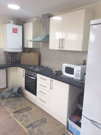 Thumbnail Flat to rent in Wards Road, Ilford