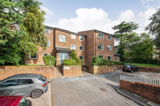 2 bed flat for sale in Montana Close, Sanderstead, South Croydon CR2