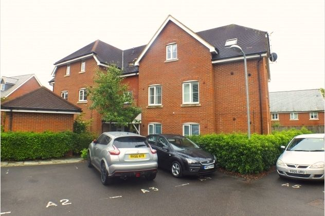 Thumbnail Flat for sale in Ducketts Mead, Shinfield, Reading, Berkshire