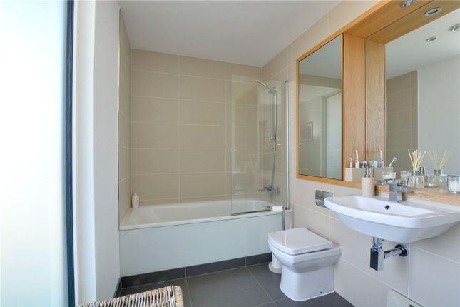 Bathroom of Empire Reach, 4 Dowells Street, Greenwich, London SE10