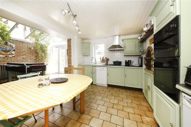 Thumbnail Terraced house for sale in Chatsworth Road, Homerton