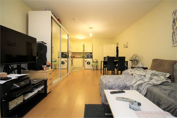 Thumbnail Flat to rent in East Street, Barking, Essex