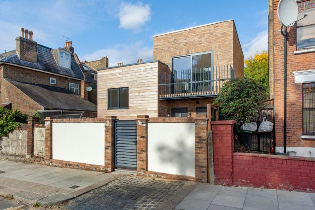 Thumbnail Detached house for sale in High Road, London