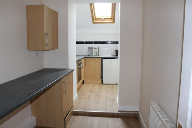 Thumbnail Flat to rent in Gerymannydd, High Street, Ammanford