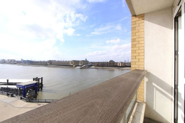 Thumbnail Flat to rent in Hanover House, Westferry Circus, London