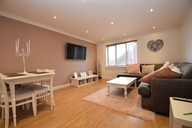 Thumbnail Maisonette to rent in Wenlack Close, Denham