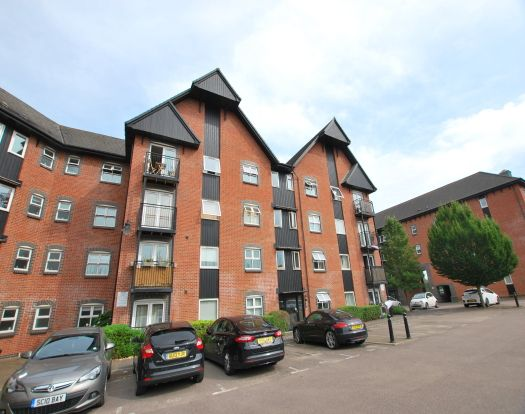 2 bed flat to rent in The Wharf, Leighton Buzzard LU7