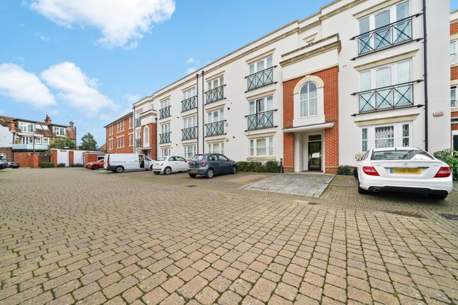 2 bed flat for sale in Barnes High Street, London SW13