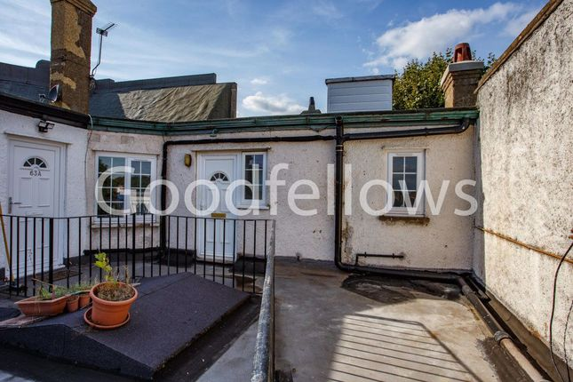 2 bed flat to rent in London Road, Morden SM4