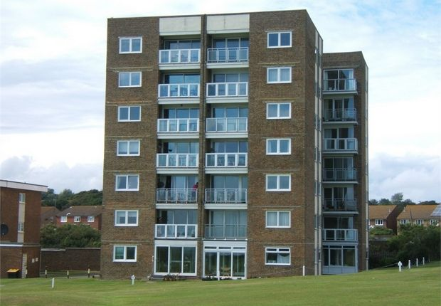 Thumbnail Flat to rent in Wallington Towers, Sutton Place, Bexhill-On-Sea, East Sussex