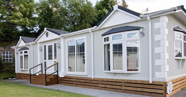 2 bed mobile/park home for sale in Barataria Park, Ripley, Woking GU23