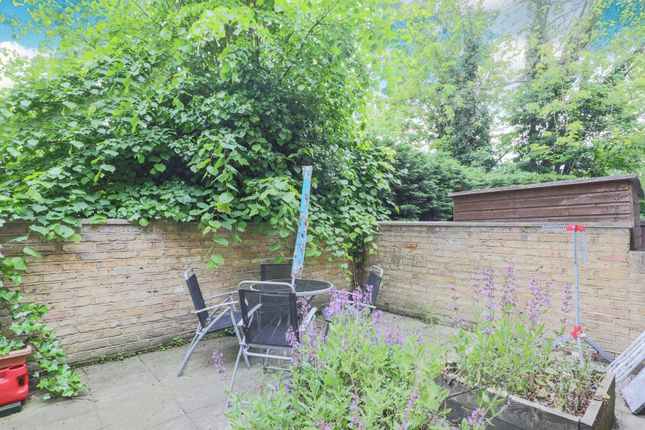 Garden of Hollymount Close, Greenwich SE10