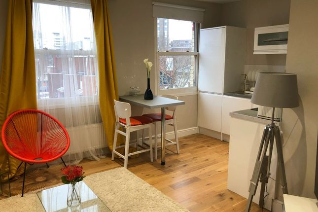 Thumbnail Flat to rent in Falcon Road, Clapham Junction