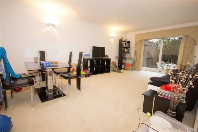 2 bed flat to rent in Pavilion Lodge, Lower Road, Harrow