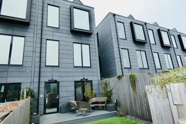 Thumbnail Town house for sale in Keepers Quay, Manchester
