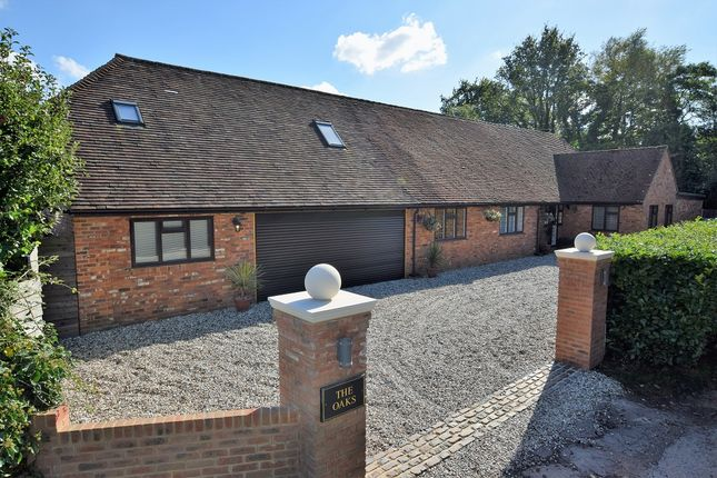 Thumbnail Detached house to rent in Roundabout Lane, Wokingham
