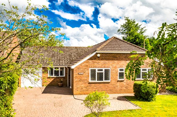Thumbnail Bungalow to rent in Rhoslyne, Upper Basildon