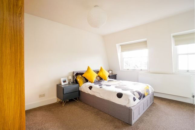 Bedroom of Alexandra Grove, London N4