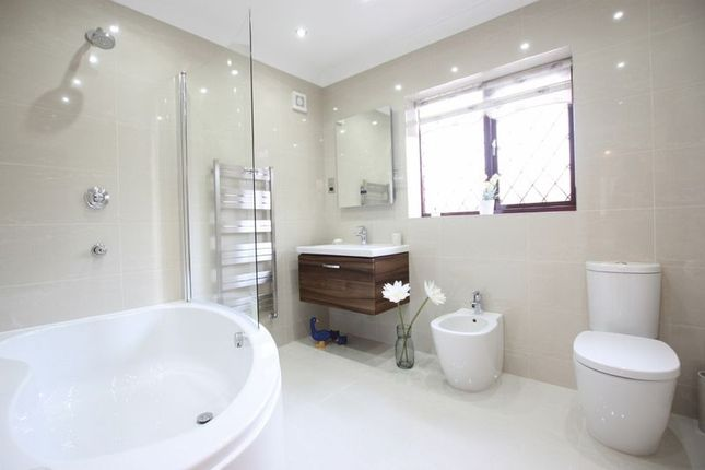 Family Bathroom of Oldfield Gardens, Lower Heswall, Wirral CH60