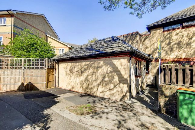 2 bed bungalow for sale in Lawson Close, Beckton, London E16