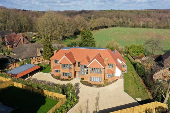 Thumbnail Flat for sale in Woodchester Park, Beaconsfield, Buckinghamshire