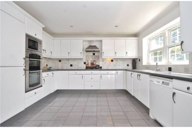 Town house for sale in Wyndhurst Close, South Croydon