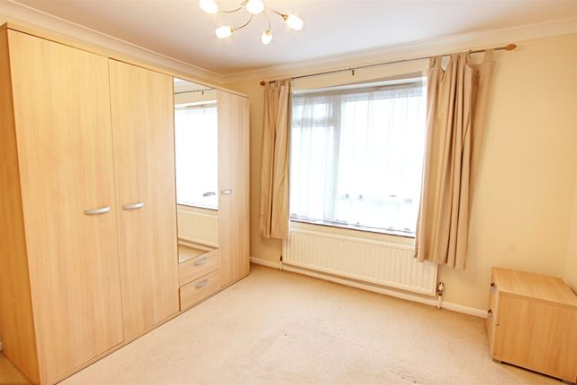 Picture No. 03 of Harris Close, Enfield, Middlesex EN2