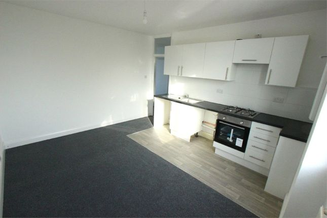 2 bed flat to rent in Eastwood Road North, Leigh-On-Sea, Essex SS9